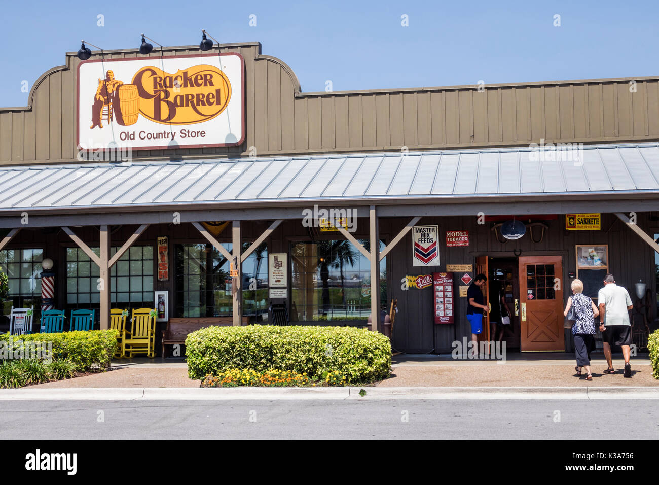 Florida Fort Pierce Cracker Barrel Old Country Store restaurant gift shop Southern theme outside exterior sign exterior front entrance - Stock Image