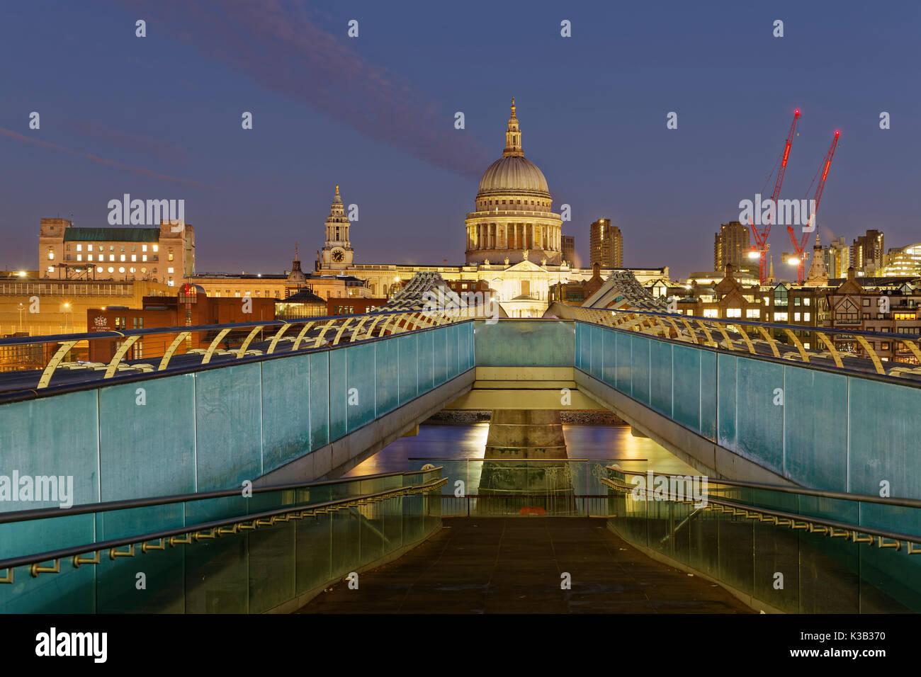 Millennium Bridge and St Paul's Cathedral, London, England, United Kingdom - Stock Image
