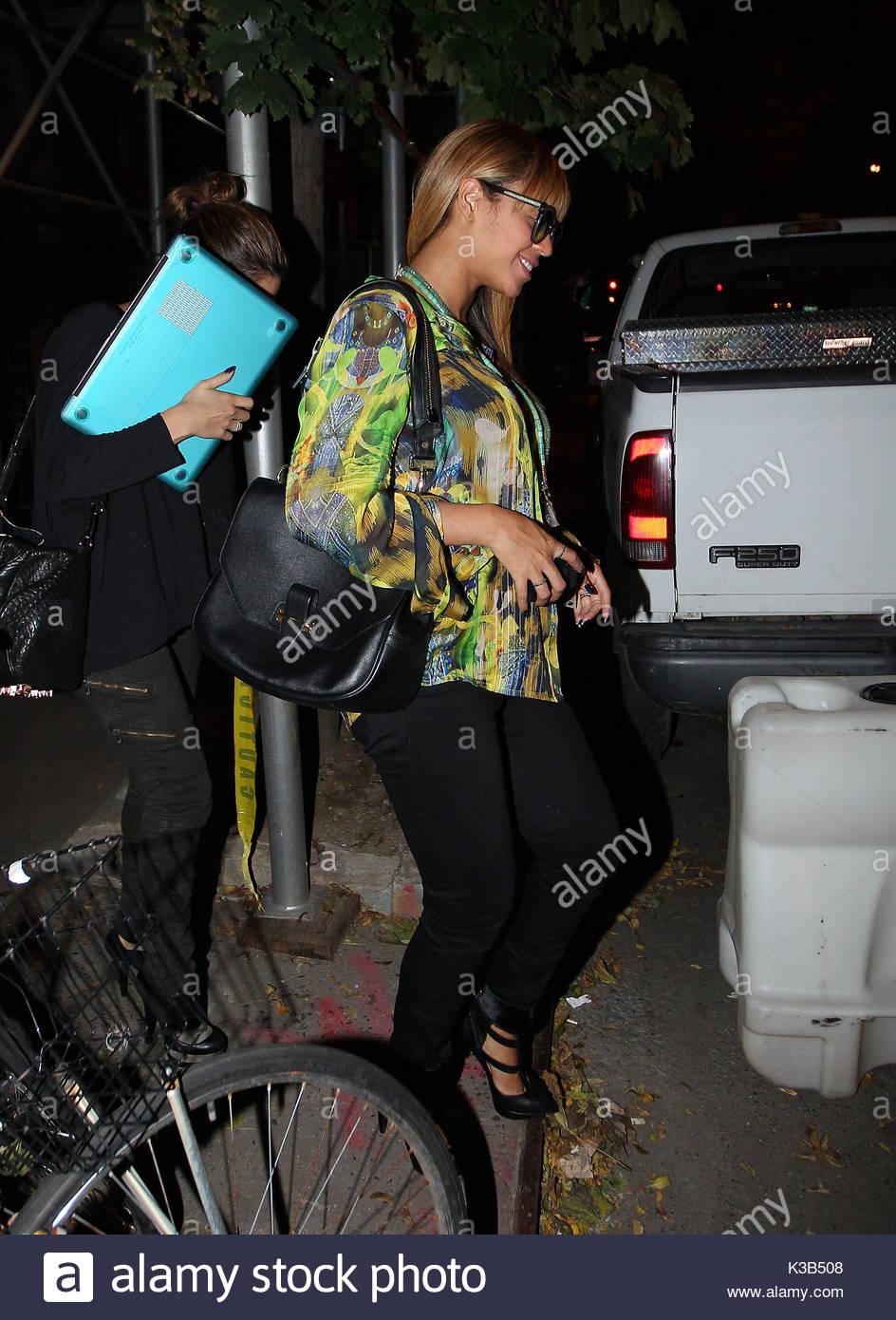 Beyonce Knowles. A pregnant and happy Beyonce left Sakura Nail Salon ...