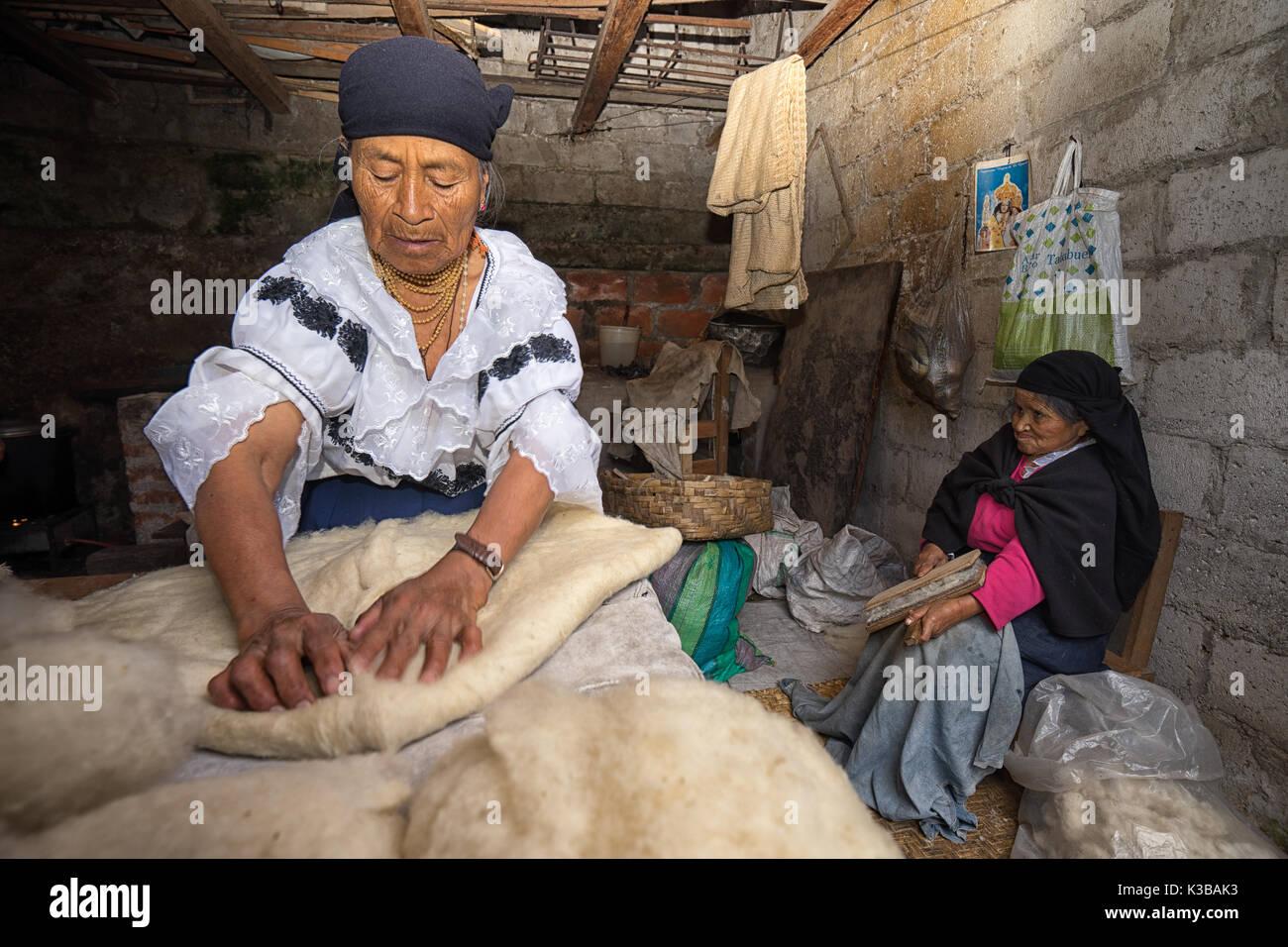 April 21, 2017 Iluman, Ecuador: kichwa indigenous women working at an artisan hat shop - Stock Image