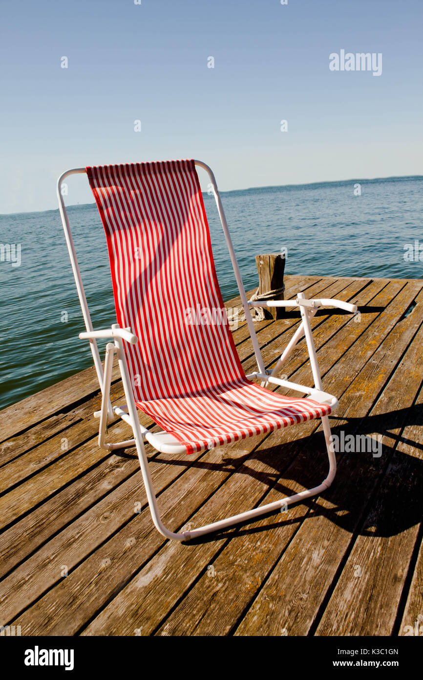 Red And White Deck Chair High Resolution Stock Photography And Images Alamy