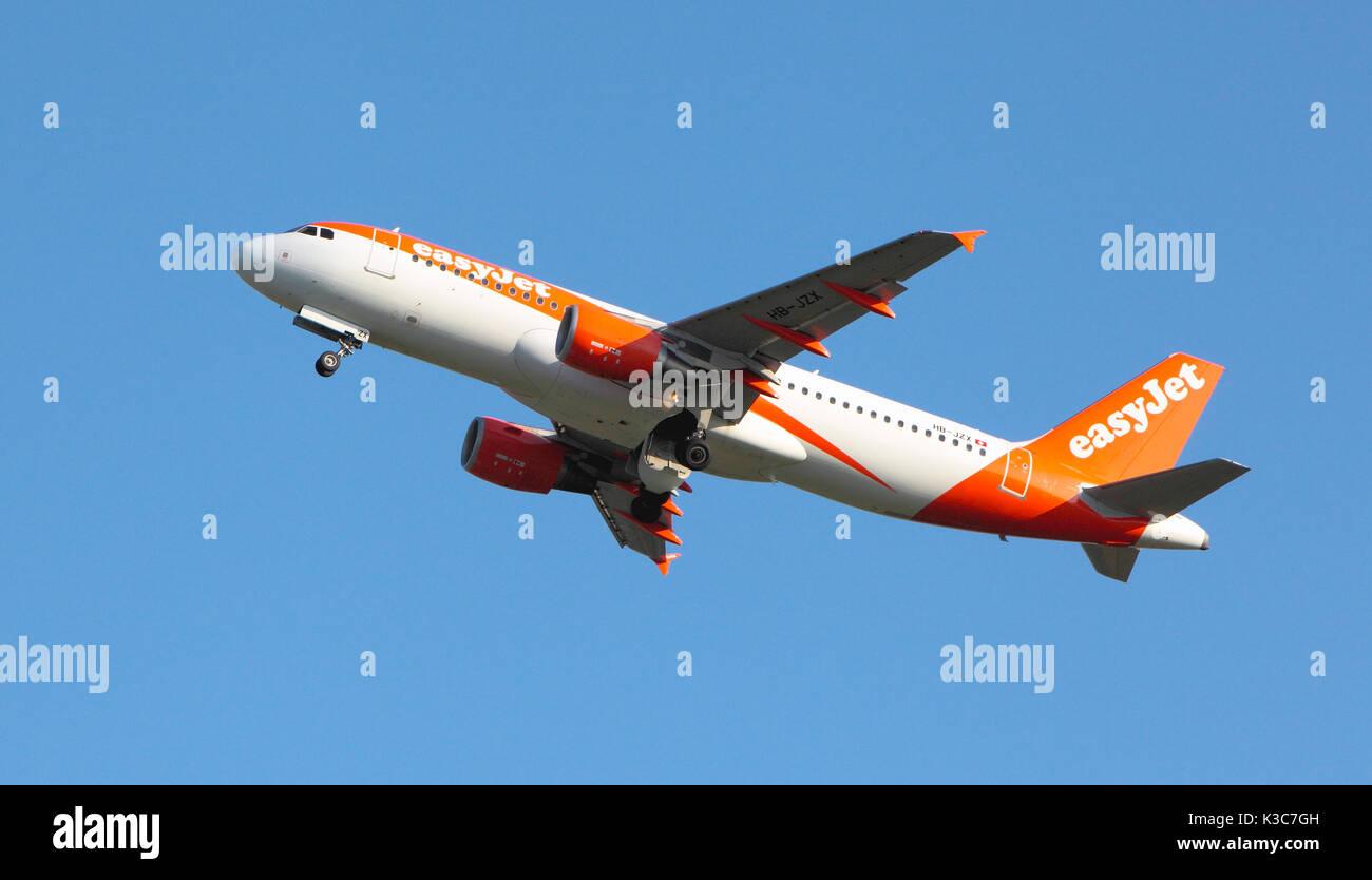 EasyJet HB-JZX Leave edinburgh Airport Stock Photo