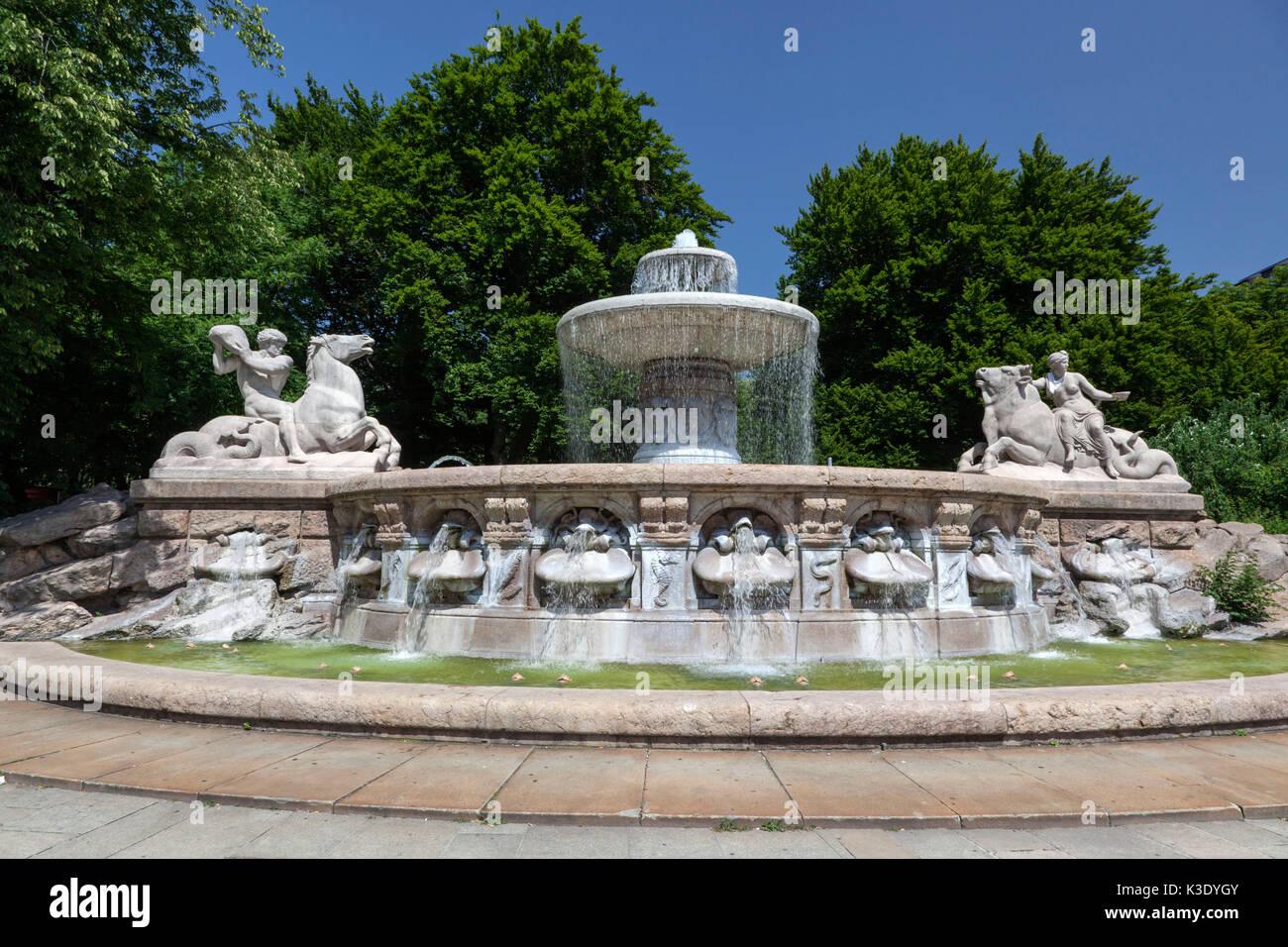 Wittelsbacher well on the Lenbachplatz, city centre, Munich, Upper Bavaria, Bavaria, Germany, - Stock Image