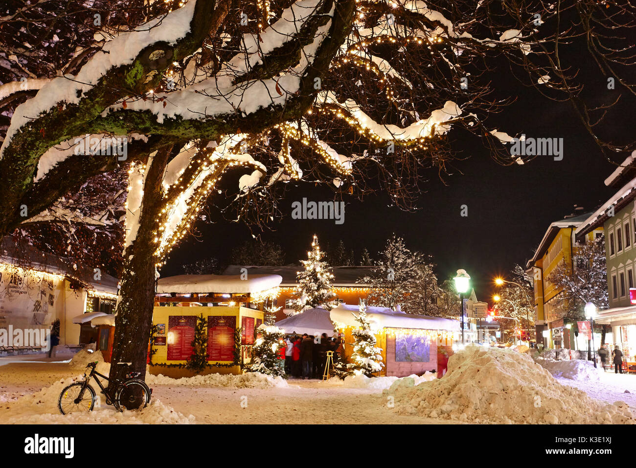 Garmisch Partenkirchen Weihnachtsmarkt 2019.Christmas Fair Garmisch Partenkirchen By Night Stock Photo