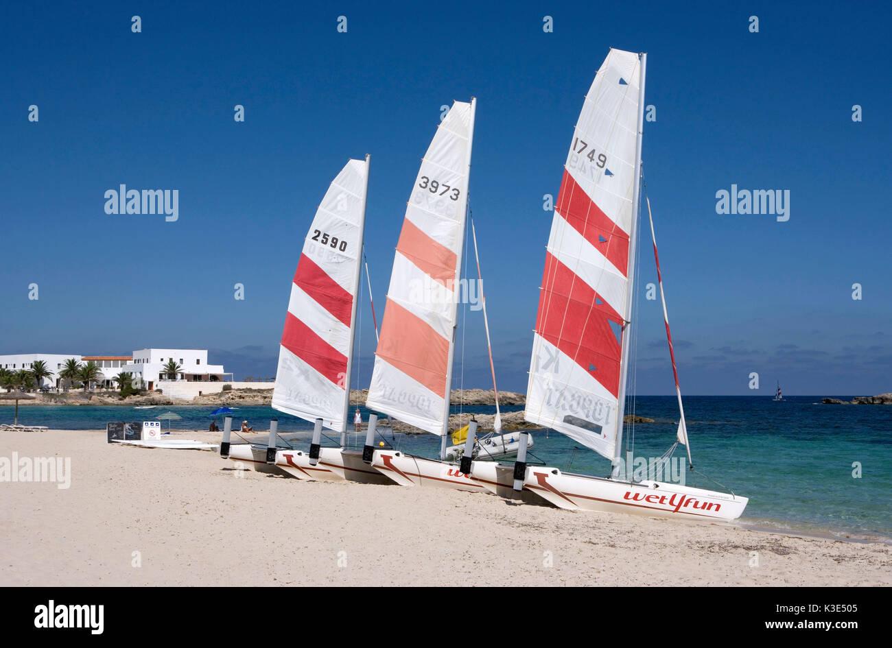 Es Pujols - Touristischer Mittelpunkt der Insel -  Strand - Katamarane Stock Photo