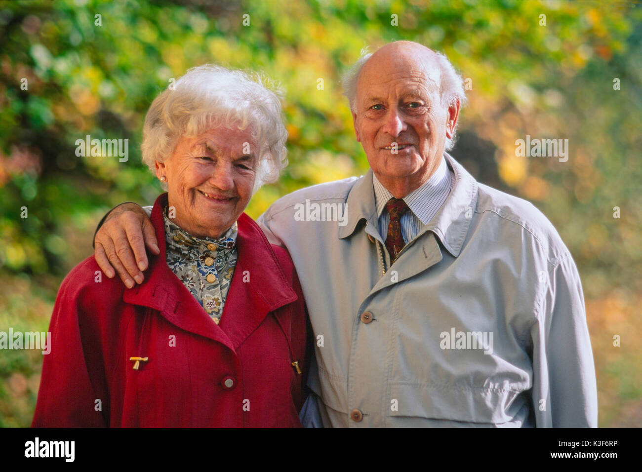 Portrait of old married couple, man places his arm around the woman - Stock Image