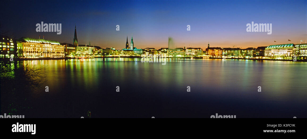 Panoramic picture Hamburg at the shop available panorama-format sizes: - 42x16 cm (corresponds dimension of picture area German Institute for Standardization A4) close 360 dpi - 30x11 cm (corresponds dimension of picture area German Institute for Standardization A5) close 300 dpi - 30x11 cm (corresponds dimension of picture area German Institute for Standardization A5) close 72 dpi 57x22 cm (dimension of picture area German Institute for Standardization A3) close 360 dpi corresponds is orderable by telephone under +49 (0) 8 21 / 2 19 11 46 - Stock Image