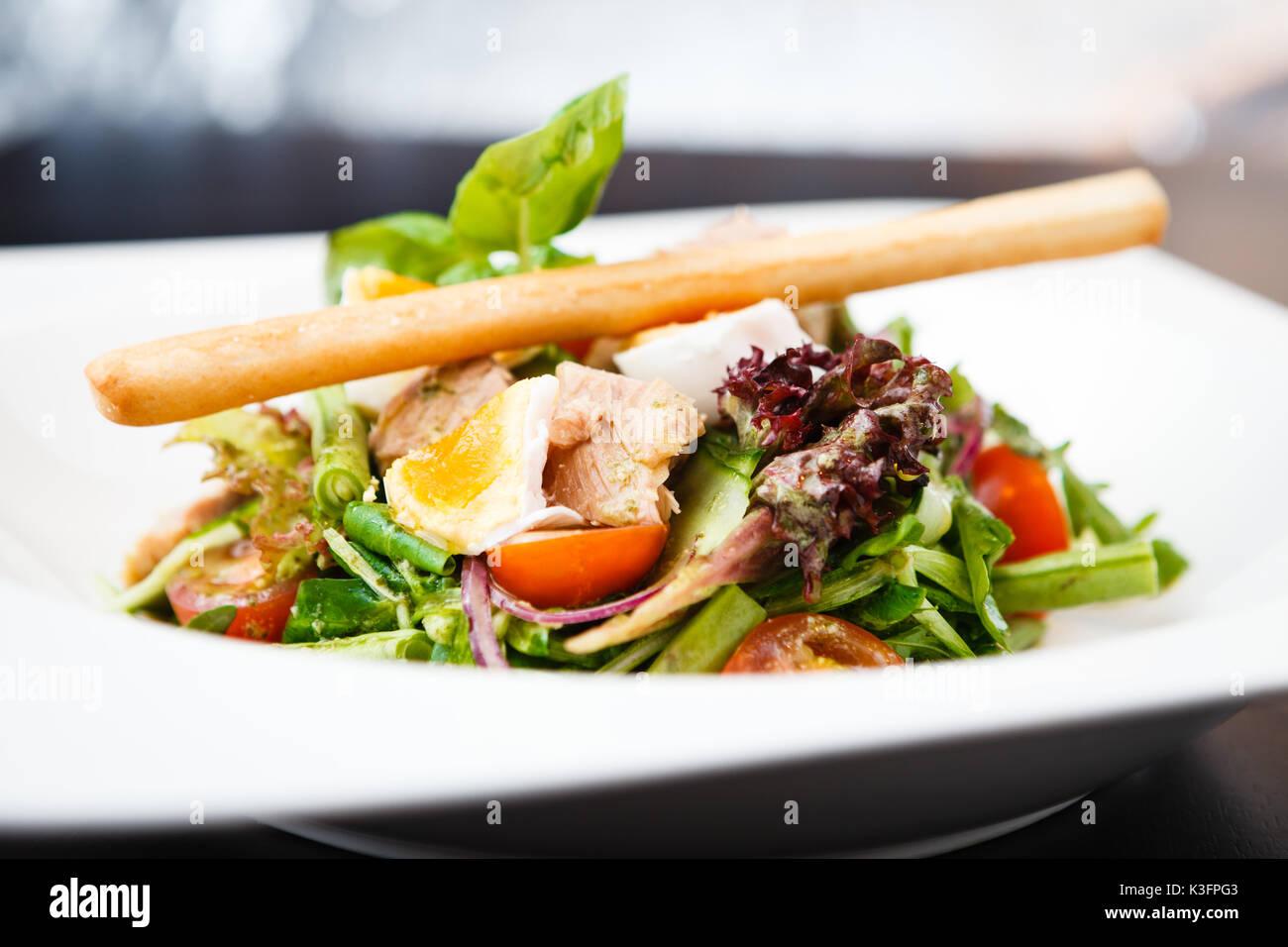 how to make tuna nicoise salad