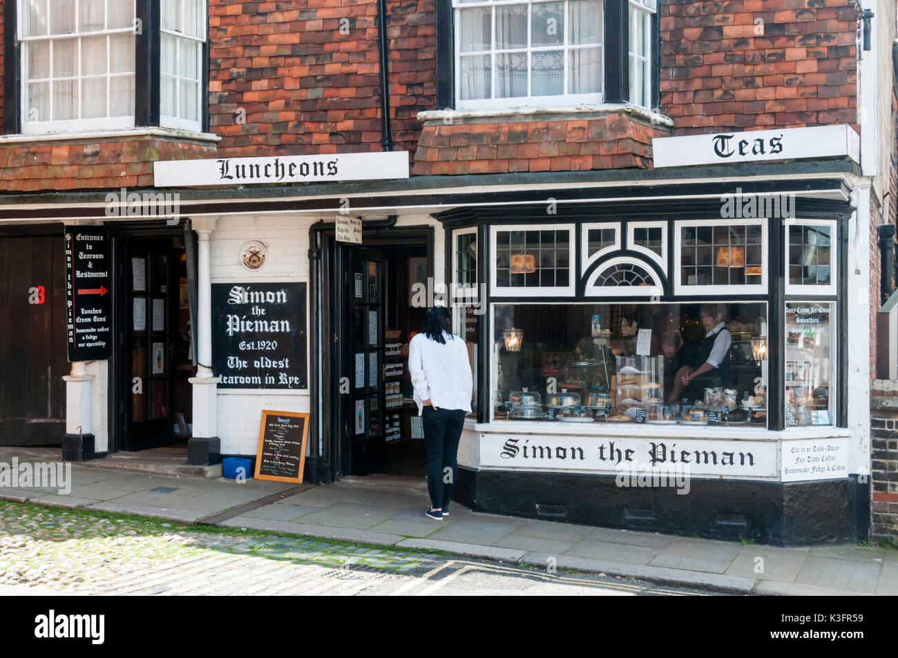 Simon the Pieman, claims to be the oldest tearoom in Rye.  In Lion Street, Rye, East Sussex. - Stock Image