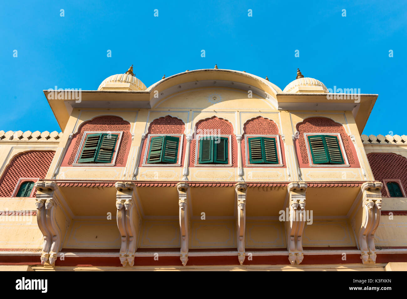 Horizontal picture of the windows of Chandra Mahal inside of City Palace in Jaipur, known as pink city of Rajasthan in India. - Stock Image