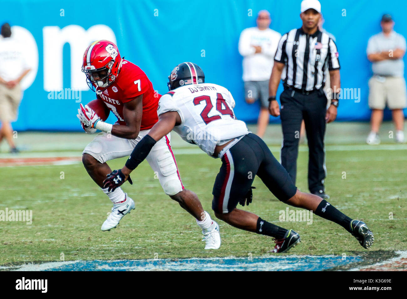 Charlotte, NC, USA. 2nd Sep, 2017. Nyheim Hines (7) of the NC State Wolfpack runs into D.J. Smith (24) of the South Carolina Gamecocks in the NCAA football matchup between the NC State Wolfpack and the South Carolina Gamecocks at Bank of America Stadium in Charlotte, NC. (Scott Kinser/Cal Sport Media) Credit: csm/Alamy Live News - Stock Image