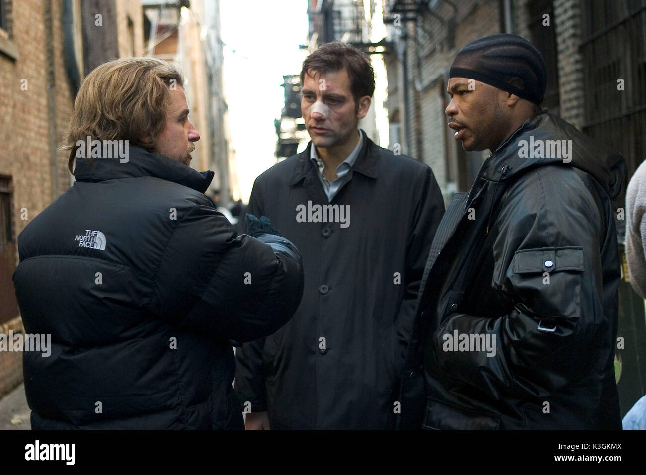 A scene from DERAILED, starring Clive Owen, Jennifer Aniston, Melissa George, Vincent Cassel, RZA and Xzibit. Based on the best-selling novel by James Seigel, DERAILED marks the English language debut feature film by Swedish director Mikael Håfström. Pictured: Clive Owen, Xzibit DERAILED      Date: 2005 - Stock Image