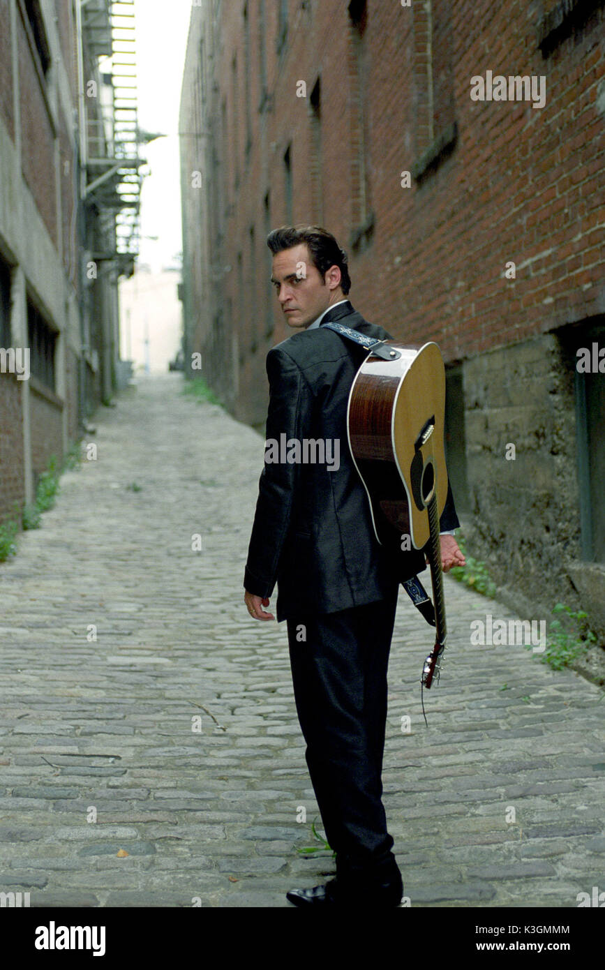 WTL-664 Joaquin Phoenix plays music legend Johnny Cash in WALK THE LINE. Photo credit: Ken Regan TM and © 2005 Twentieth Century Fox. All Rights Reserved. Not for sale or duplication. WALK THE LINE JOAQUIN PHOENIX as Johnny Cash WTL-664 Joaquin Phoenix plays music legend Johnny Cash in WALK THE LINE. Photo credit: Ken Regan TM and  2005 Twentieth Century Fox. All Rights Reserved. Not for sale or duplication.     Date: 2005 - Stock Image