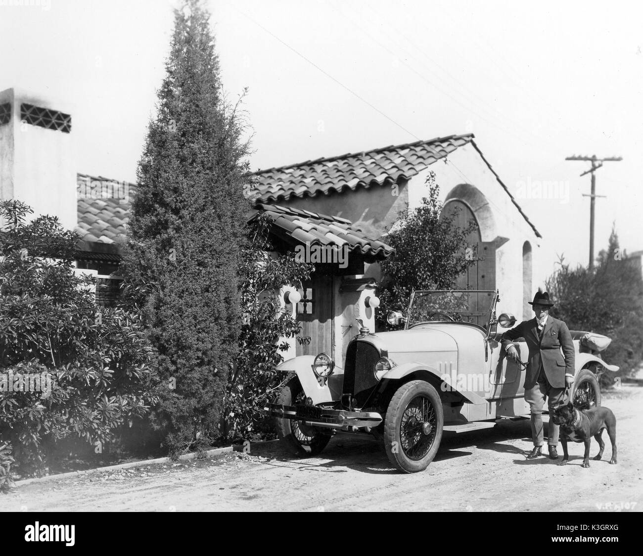 RUDOLPH VALENTINO WITH HIS VOISIN CAR Stock Photo: 157107288 - Alamy