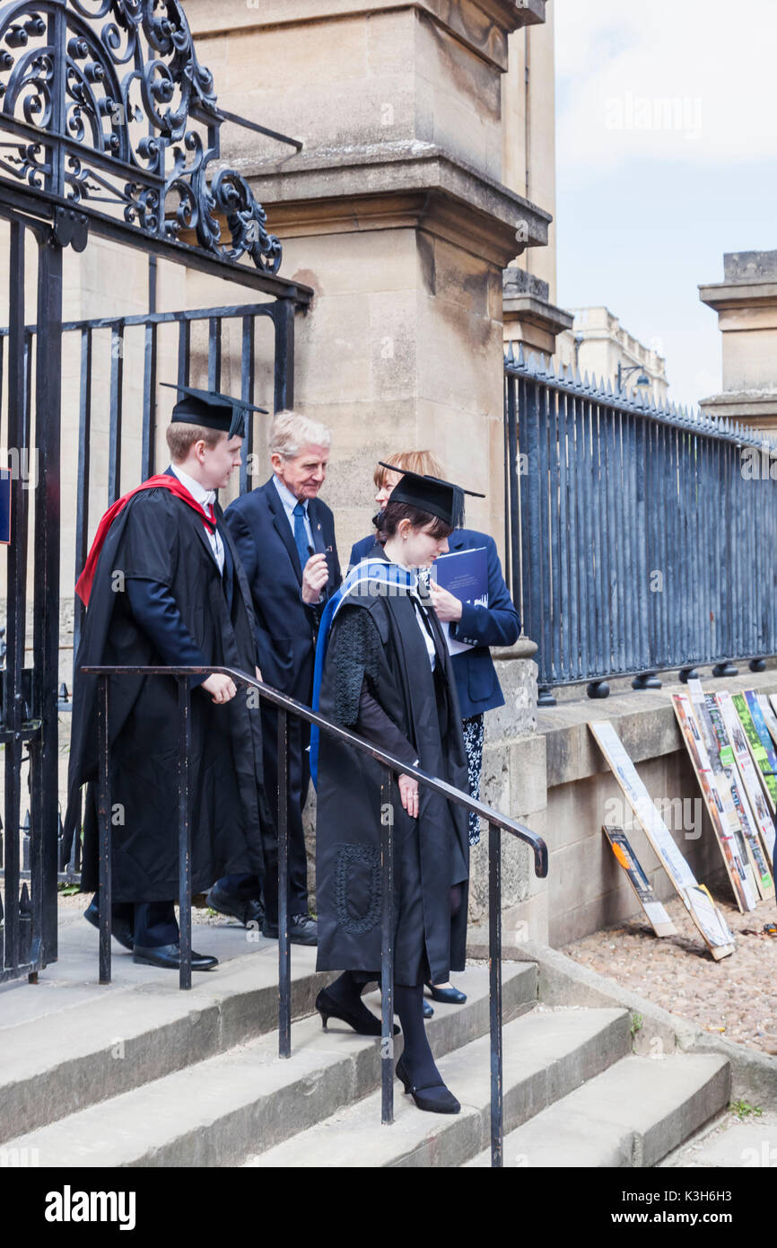 England, Oxfordshire, Oxford, Students Dressed in Graduation Gowns - Stock Image