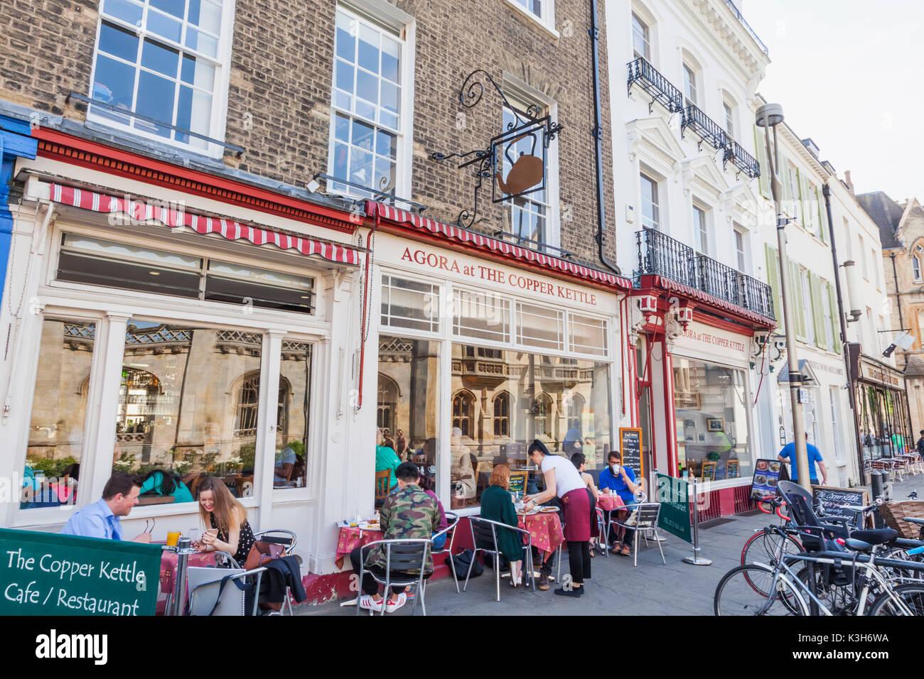England, Cambridgeshire, Cambridge, King's Parade, Restaurants - Stock Image