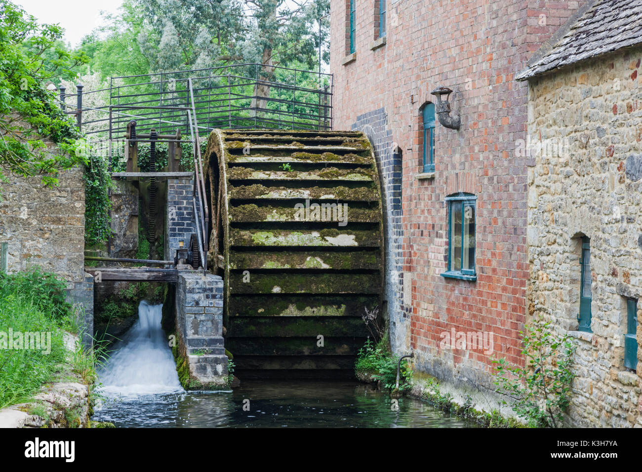 England, Gloucestershire, Cotswolds, Lower Slaughter, Watermill - Stock Image