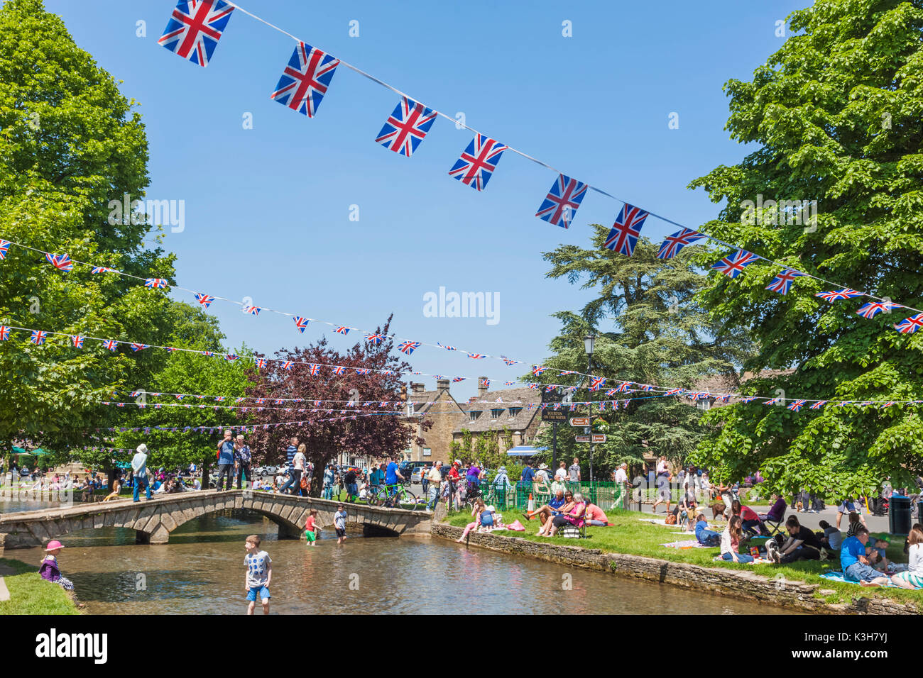 England, Gloucestershire, Cotswolds, Bourton-on-the-water - Stock Image