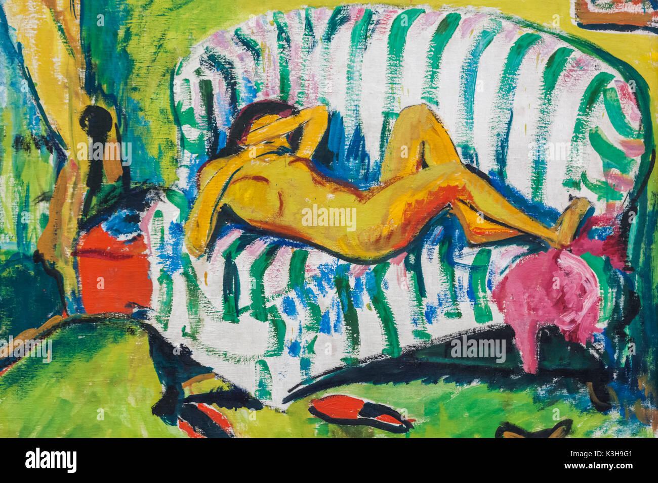 Germany, Bavaria, Munich, The Pinakothek Museum of Modern Art (Pinakothek der Moderne), Painting titled 'Liegendes Madchen' by Erich Heckel dated 1909 - Stock Image