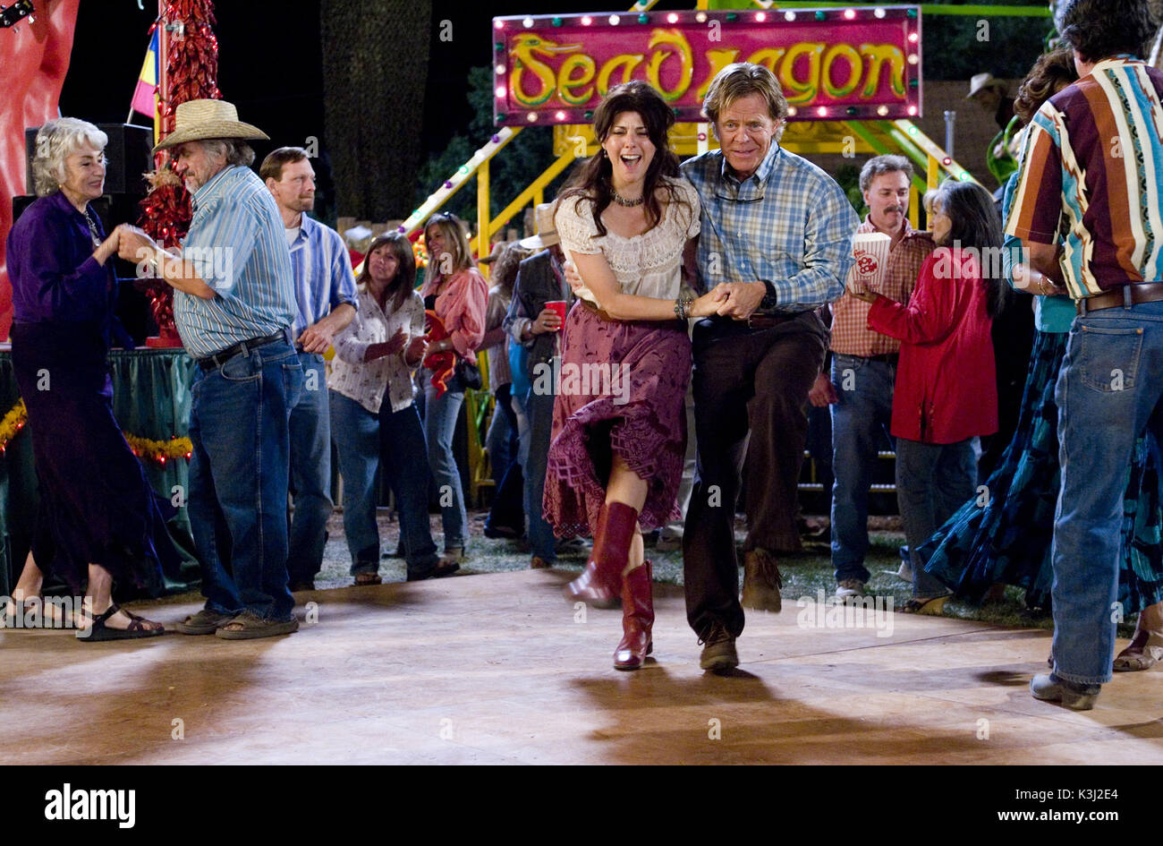 """WILD HOGS MARISA TOMEI, WILLIAM H MACY  """"Wild Hogs"""" Marisa Tomei, William H. Macy ©Touchstone Pictures. All rights reserved.     Date: 2006 - Stock Image"""