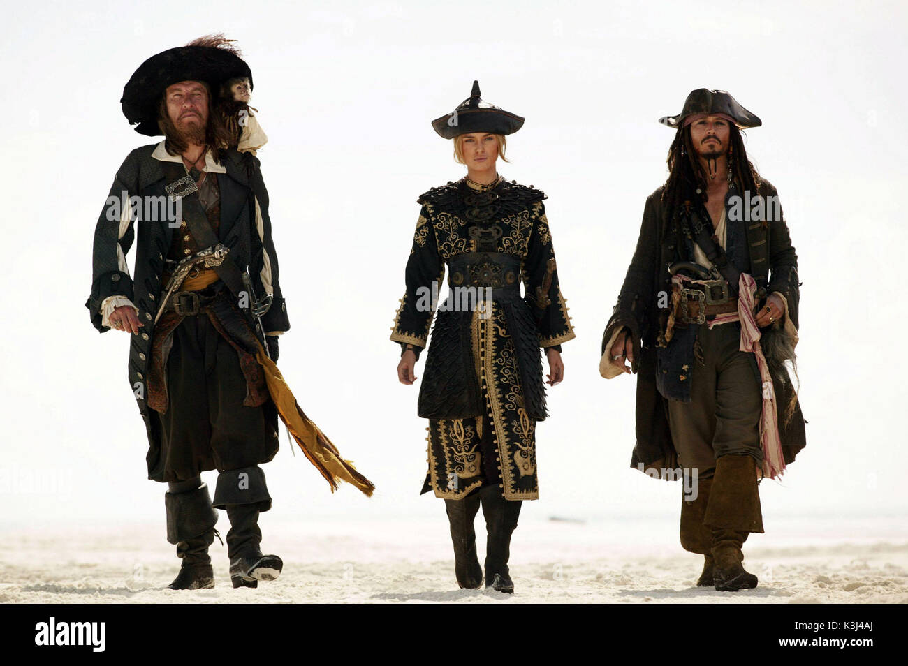 Pictured L-R: Captain Barbossa (Geoffrey Rush), Elizabeth Swan (KEIRA KNIGHTLEY), and Captain Jack Sparrow (Johnny Depp), in a scene from PIRATES OF THE CARIBBEAN: AT WORLD'S END, directed by Gore Verbinski and produced by Jerry Bruckheimer, from a screenplay written by Ted Elliott & Terry Rossio. PIRATES OF THE CARIBBEAN: AT WORLD'S END [US 2007]  aka PIRATES OF THE CARIBBEAN 3  GEOFFREY RUSH as Captain Barbossa,  KEIRA KNIGHTLEY as Elizabeth Swan,  JOHNNY DEPP as Captain Jack Sparrow  Pictured L-R: Captain Barbossa (Geoffrey Rush), Elizabeth Swan (KEIRA KNIGHTLEY), and Captain Jack Sparr - Stock Image