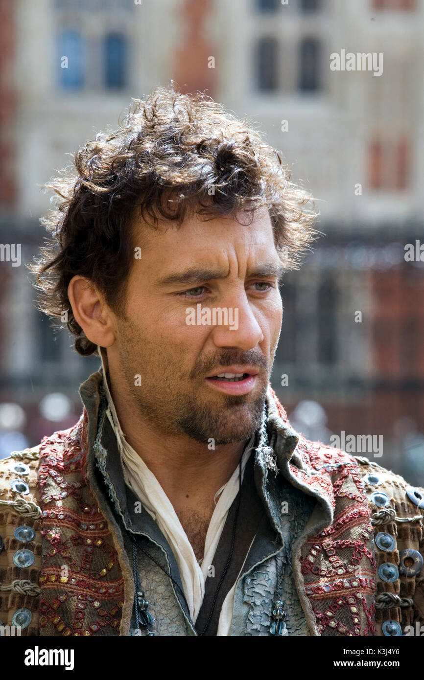 Clive Owen stars as Sir Walter Raleigh in Elizabeth: The Golden Age. ELIZABETH: THE GOLDEN AGE  CLIVE OWEN as Sir Walter Raleigh     Date: 2007 - Stock Image
