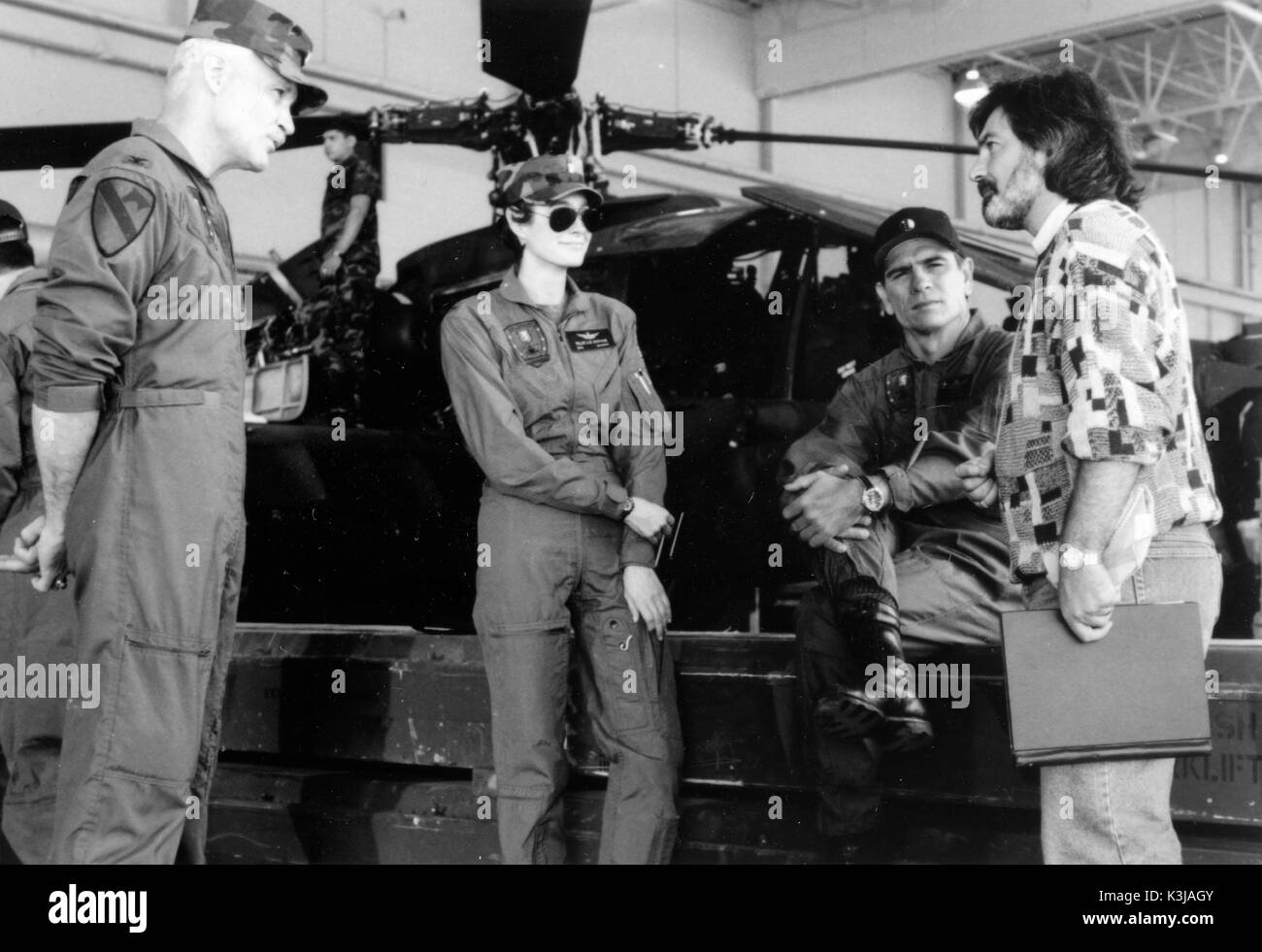 WINGS OF THE APACHE aka FIRE BIRDS Co-Producer DALE DYE, SEAN YOUNG, TOMMY LEE JONES, Director DAVID GREEN WINGS OF THE APACHE - Stock Image