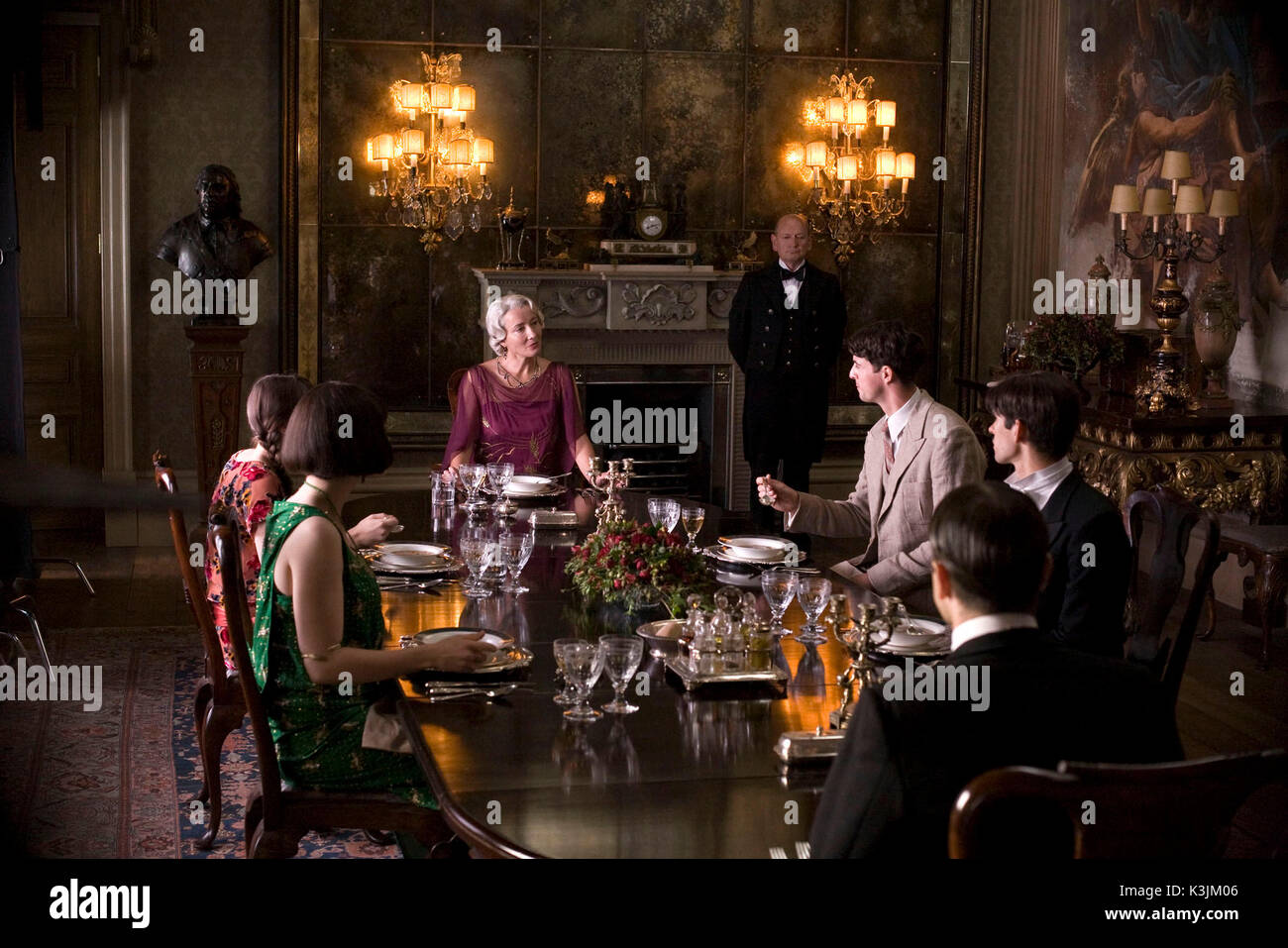 BRIDESHEAD REVISITED FELICITY JONES as Lady Cordelia Flyte, HAYLEY ATWELL as Julia Flyte, EMMA THOMPSON as Lady Marchmain, MATTHEW GOODE as Charles Ryder, BEN WHISHAW as Sebastian Flyte, ED STOPPARD as Bridley Flyte     Date: 2008 - Stock Image