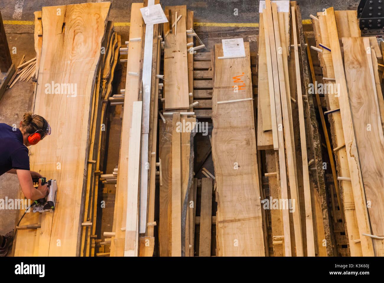 England, Hampshire, Portsmouth, Portsmouth Historic Dockyard, Boathouse 4, Boat Building and Restoration, Cutting Wooden Planks - Stock Image