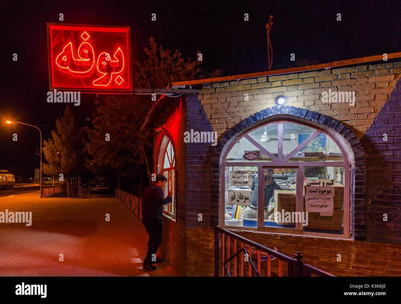 Iran, Central Iran, Kashan, trackside kiosk at Kashan train station Stock Photo