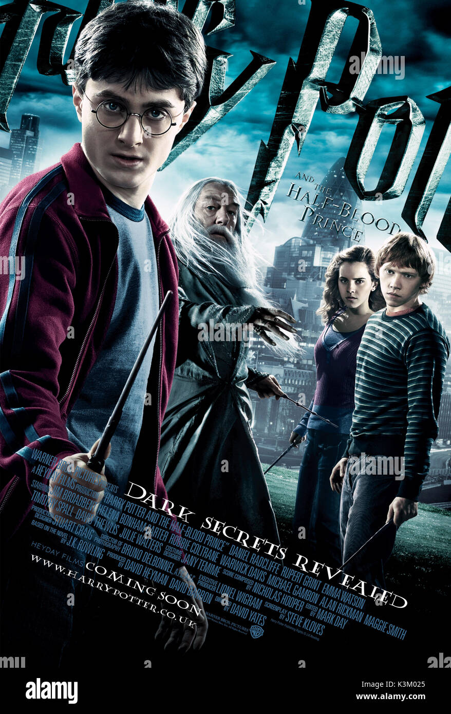 HARRY POTTER AND THE HALF BLOOD PRINCE DANIEL RADCLIFFE as Harry Potter, MICHAEL GAMBON as Albus Dumbledore, EMMA WATSON as Hermione Granger, RUPERT GRINT as Ron Weasley       Date: 2009 - Stock Image