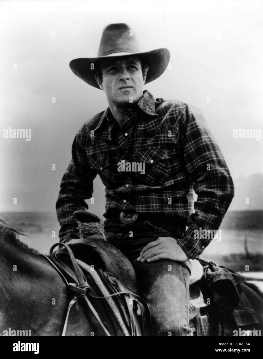 COMES A HORSEMAN [US 1978] JAMES CAAN     Date: 1978 - Stock Image