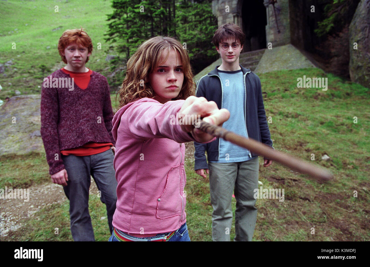 HARRY POTTER AND THE PRISONER OF AZKABAN [BR / US 2004] [L-R] RUPERT GRINT as Ron Weasley, EMMA WATSON as Hermione Granger, DANIEL RADCLIFFE as Harry Potter     Date: 2004 - Stock Image