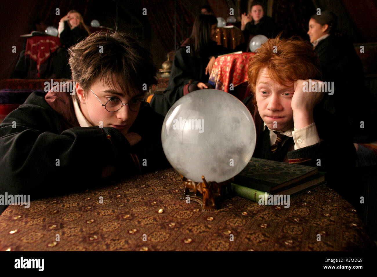 HARRY POTTER AND THE PRISONER OF AZKABAN [BR / US 2004] [L-R] DANIEL RADCLIFFE as Harry Potter, RUPERT GRINT as Ron Weasley     Date: 2004 - Stock Image