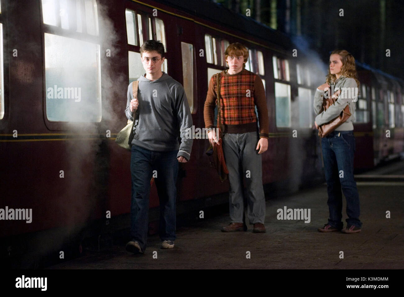 HARRY POTTER AND THE ORDER OF THE PHOENIX [US / BR 2007] DANIEL RADCLIFFE as Harry Potter, RUPERT GRINT as Ron Weasley, EMMA WATSON as Hermione Granger     Date: 2007 - Stock Image