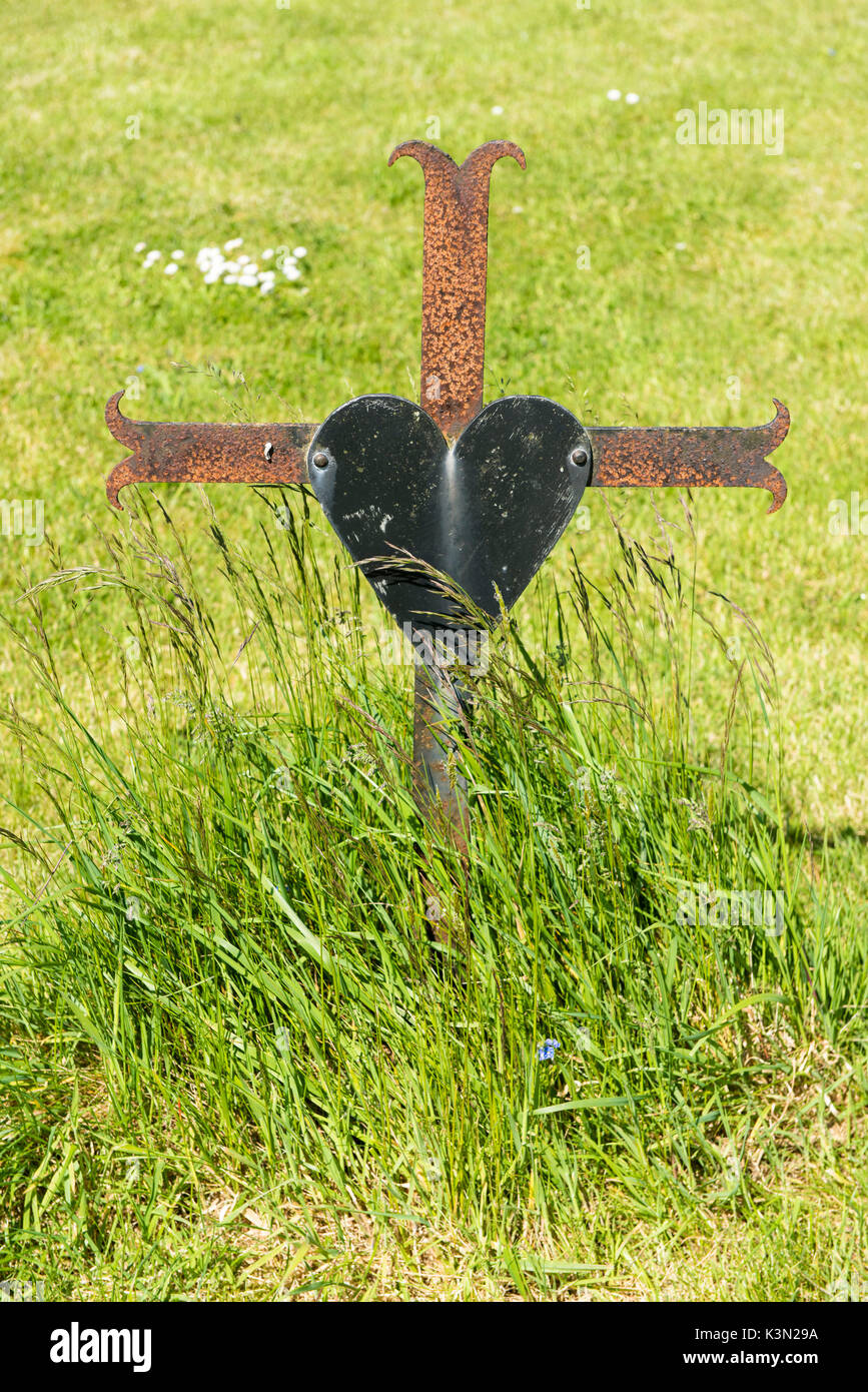 Old Kilcullen (Cill Chuilinn), County Kildare, Leinster province, Ireland, Europe. Old cross in the graveyard. - Stock Image