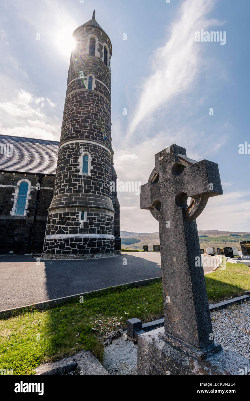 Dunlewy (Dunlewey), County Donegal, Ulster region, Ireland, Europe. Old church and High Cross. - Stock Image