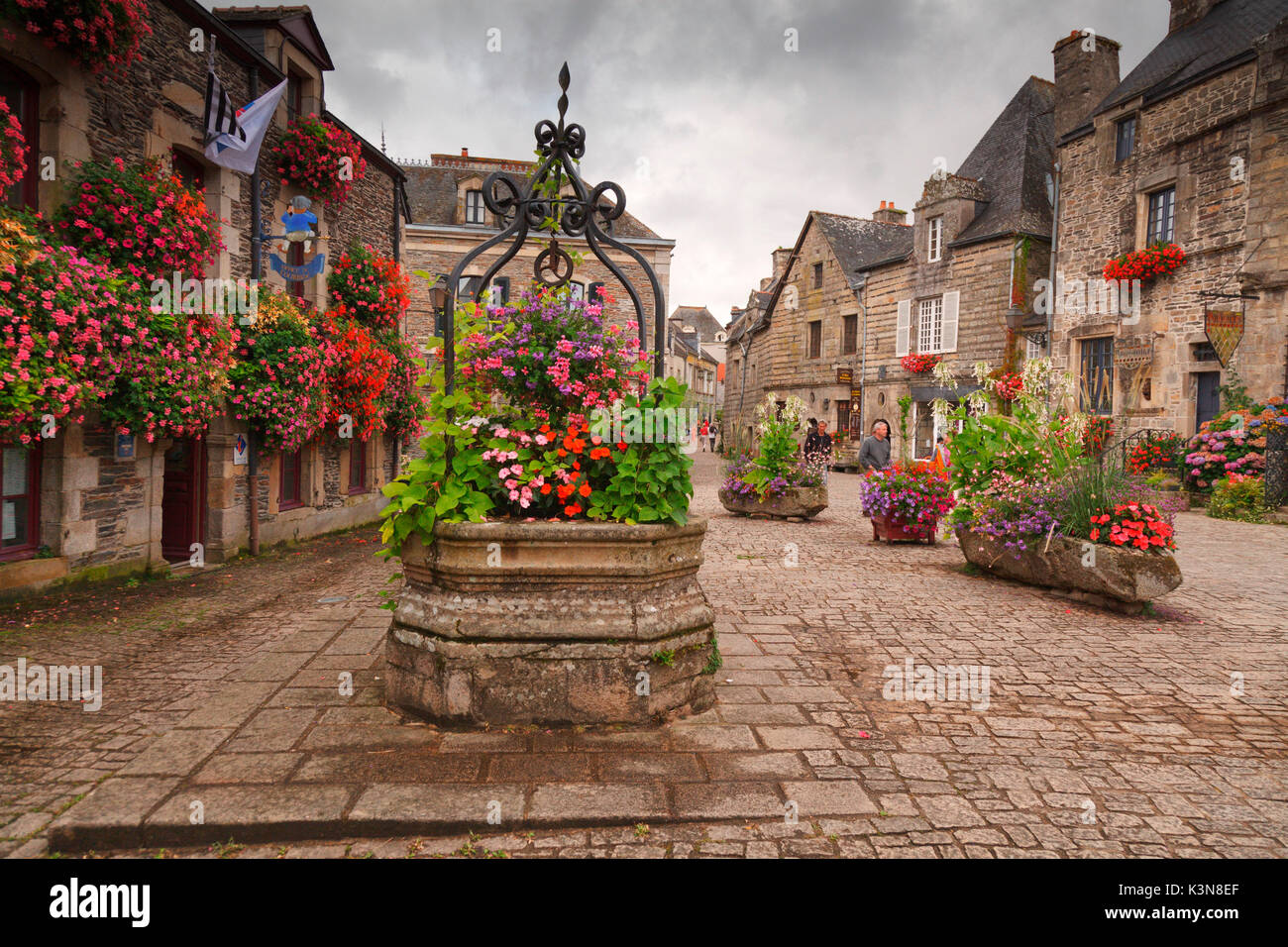 Rochefort-en-terre, Brittany, Morbihan department, France. It is one of the villages included in the list of 'Villes et villages fleuris.'  A visit during the summer season you can enjoy the beautiful blooms of geraniums that adorn this quiet medieval village. - Stock Image