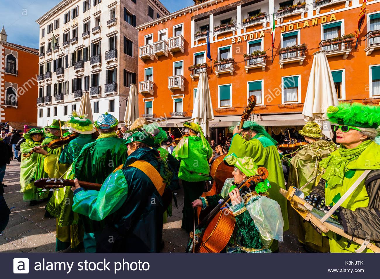 Revelers in carnival costume, Venice Carnival (Carnevale di Venezia), Venice, Italy Stock Photo