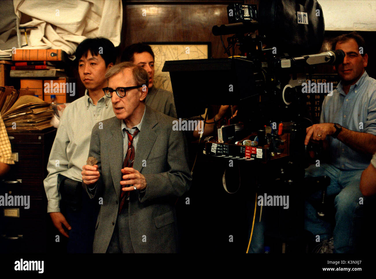 THE CURSE OF THE JADE SCORPION  [US / GER 2001] Cinematographer FEI ZHAO, Director WOODY ALLEN     Date: 2001 Stock Photo