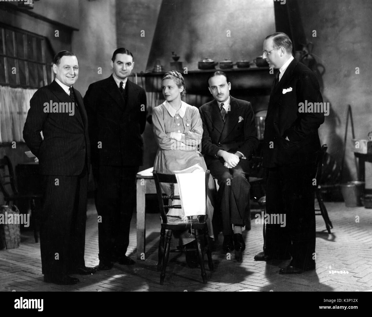 I WAS A SPY [BR 1933] [L-R] Director of General Theatre Corp (Australia) Ltd RWG MACKAY, and Managing Director of Fox Fim Co UK WJ HUTCHINSON visiting the set with star MADELEINE CARROLL, Producer & British Gaumont Chief MICHAEL BALCON, Director VICTOR SAVIL     Date: 1933 - Stock Image