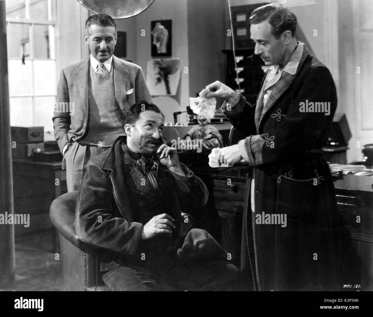 PYGMALION [BR 1938] SCOTT SUNDERLAND as Colonel Pickering, WILFRID LAWSON as Arthur Doolittle, LESLIE HOWARD as Professor Henry Higgins     Date: 1938 - Stock Image