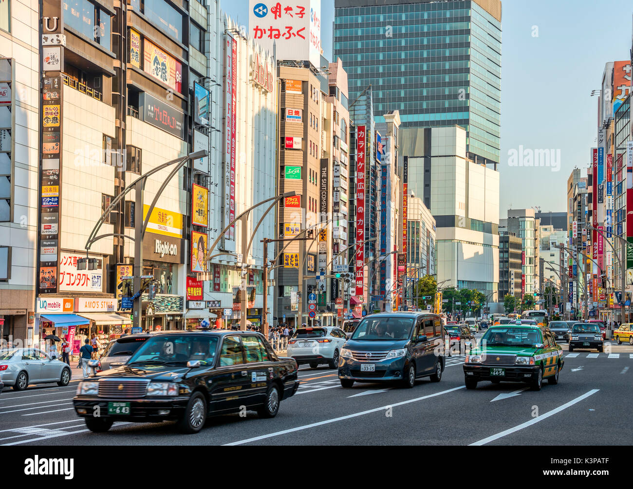 Cityscape at the Ueno Business District, Tokyo, Japan | Strassenszene im Ueno Geschaeftsviertel, Tokyo, Japan - Stock Image