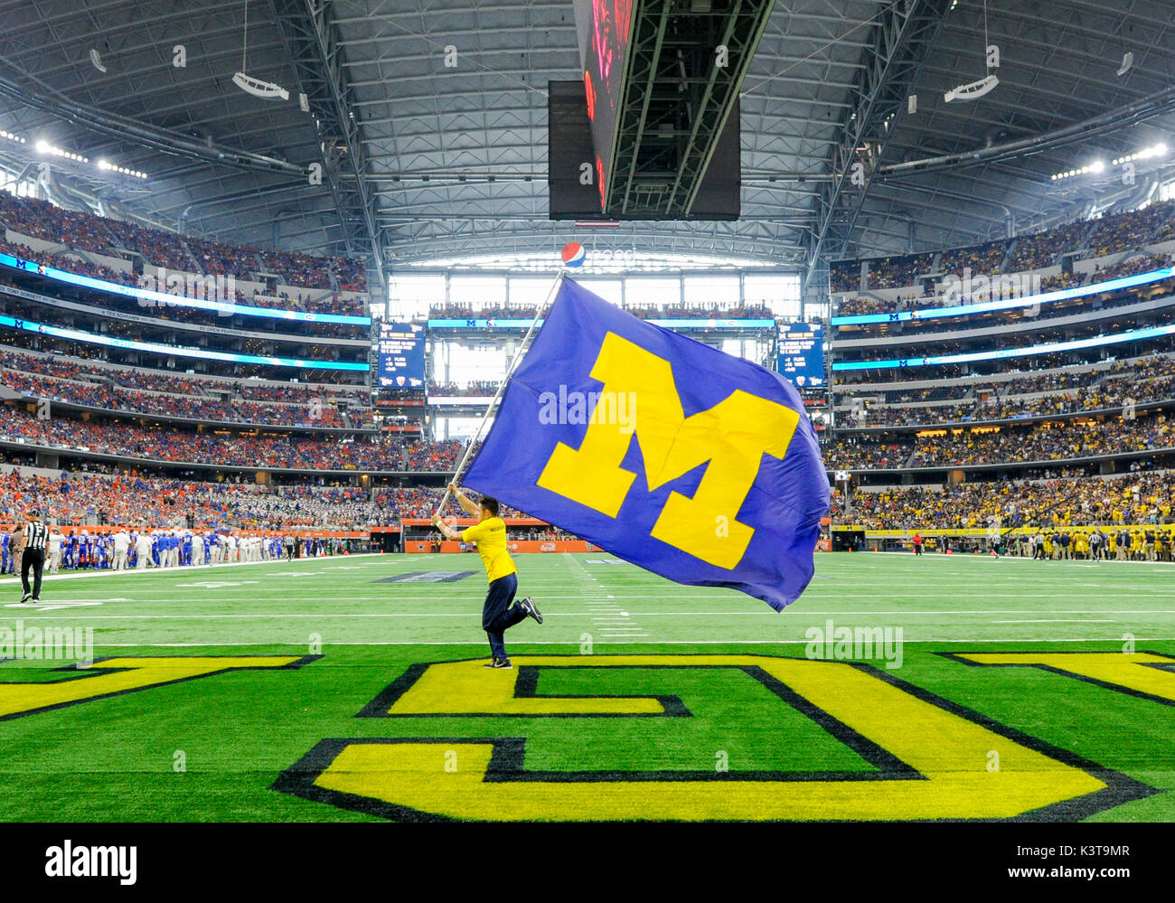 September 02, 2017: A Michigan Wolverines flag runner crosses the end zone after a first quarter touchdown during the Advocare Classic NCAA Football game between the University of Michigan Wolverines and the University of Florida Gators at AT&T Stadium in Arlington, TX Michigan defeated Florida 33-17 Albert Pena/CSM - Stock Image