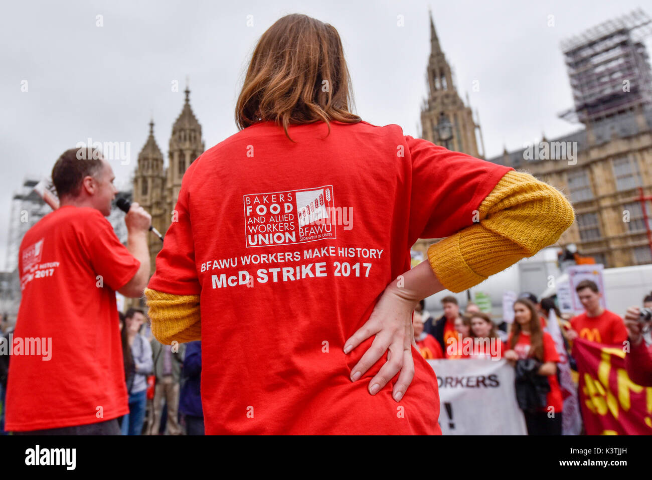 London, UK.  4 September 2017.  McDonald's staff and members of the Bakers Food and Allied Workers Union (BFAWU) attend a rally outside the Houses of Parliament in solidarity with McDonald's staff in Cambridge and Crayford who have gone on strike demanding an end to zero hours contracts and a minimum wage of GBP10 per hour.  Credit: Stephen Chung / Alamy Live News - Stock Image