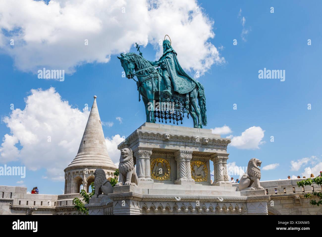 Statue of king St Stephen I of Hungary mounted on horseback, Fisherman's Bastion, Castle Hill, Buda, Budapest, capital city of Hungary, central Europe - Stock Image