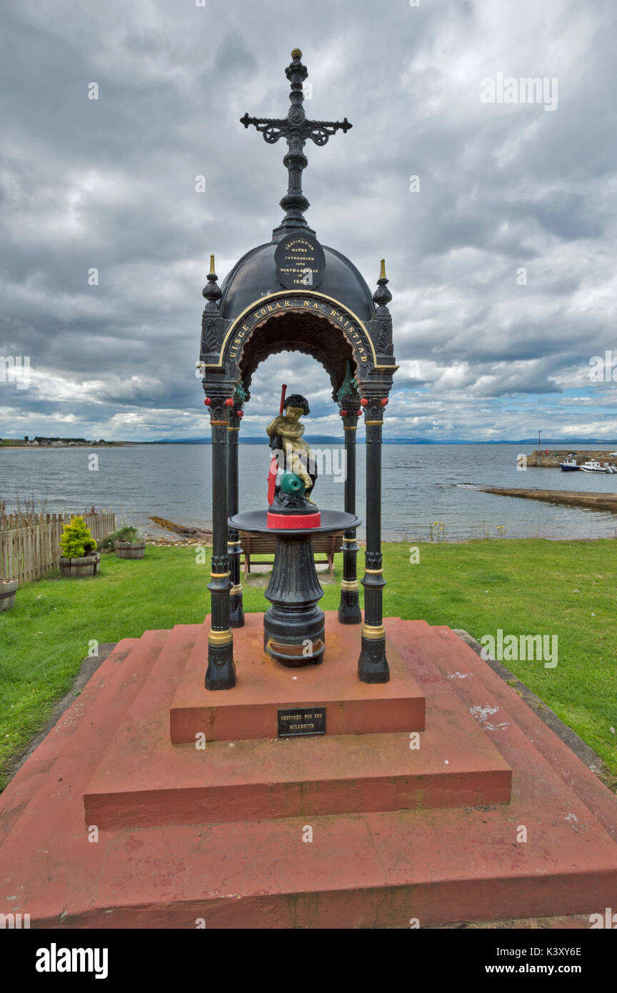PORTMAHOMACK VILLAGE EASTER ROSS TARBAT PENINSULA STATUE TO COMMEMORATE THE INTRODUCTION OF GRAVITATIONAL WATER SUPPLY IN 1887 - Stock Image
