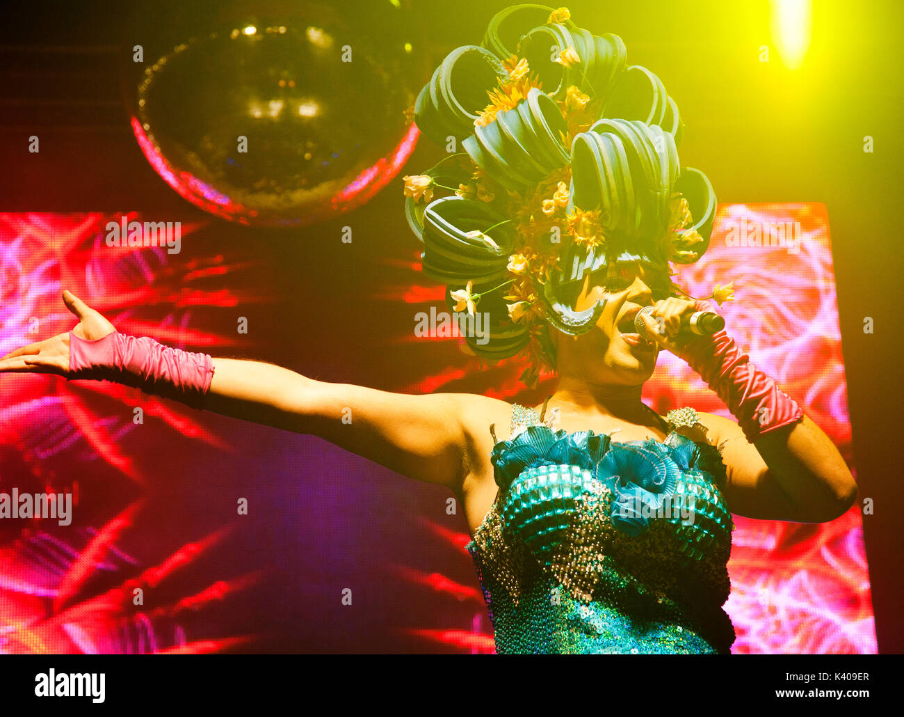 Priscilla Showgirl singing at Brighton Gay Pride - Stock Image