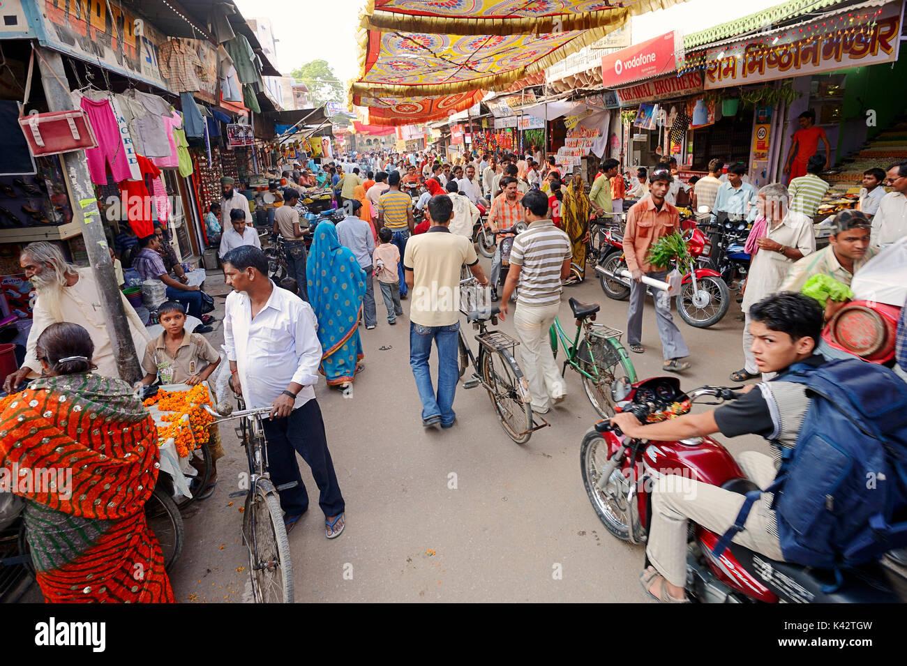 Shopping street during Diwali festival, Bharatpur, Rajasthan, India | Einkaufsstrasse beim Lichterfest Diwali, Bharatpur, Rajasthan, Indien - Stock Image