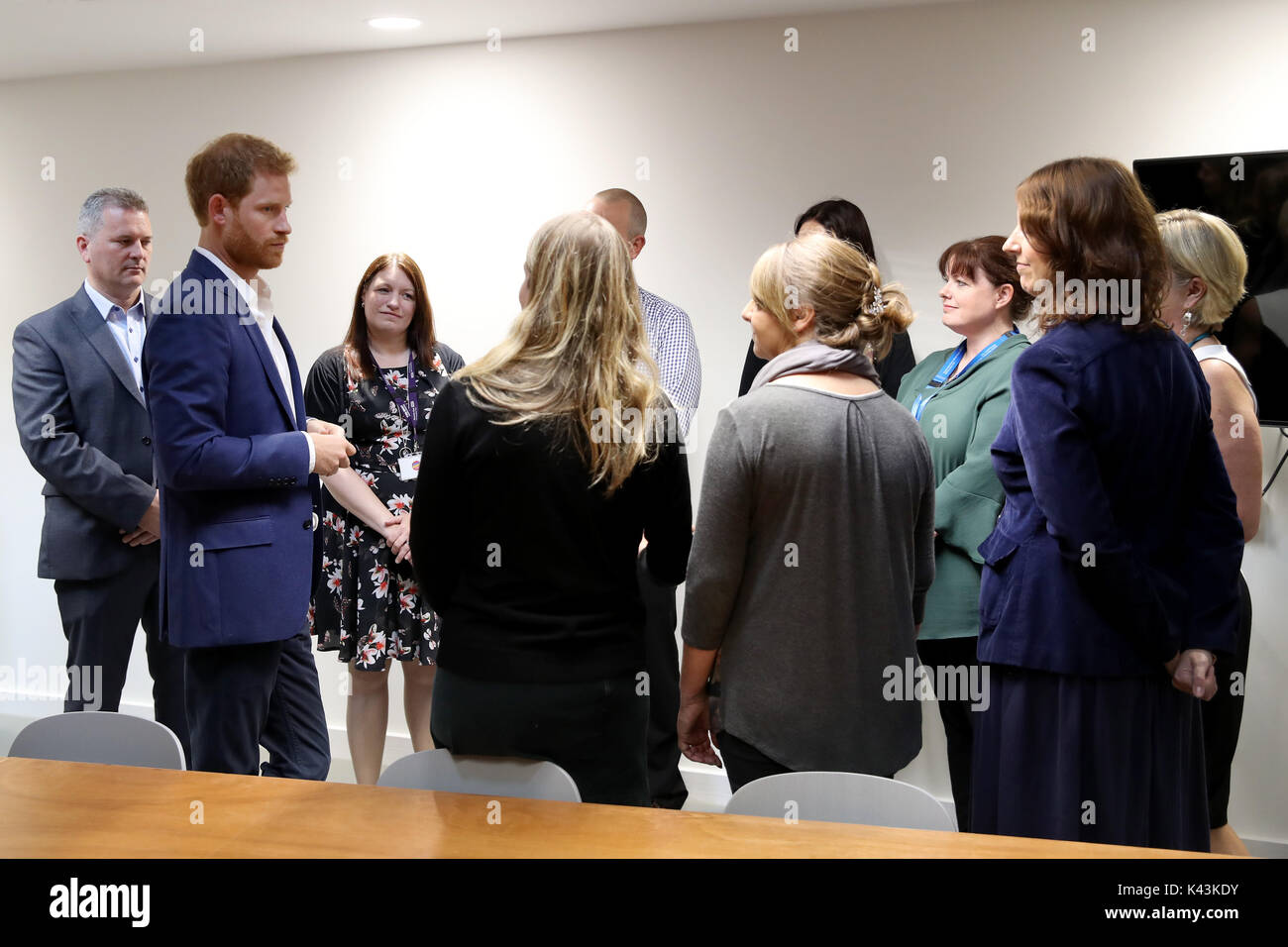 MANCHESTER, ENGLAND - SEPTEMBER 04: Prince Harry (2ndL) visits the NHS Manchester Resilience Hub on September 4, 2017 in Manchester, England. (Photo by Chris Jackson - Pool/Getty Images) - Stock Image